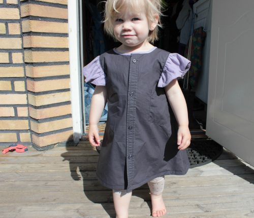 Grå klänning av skjorta till 2-åring