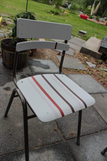Ommålad stol som nu klarar utomhusväder.