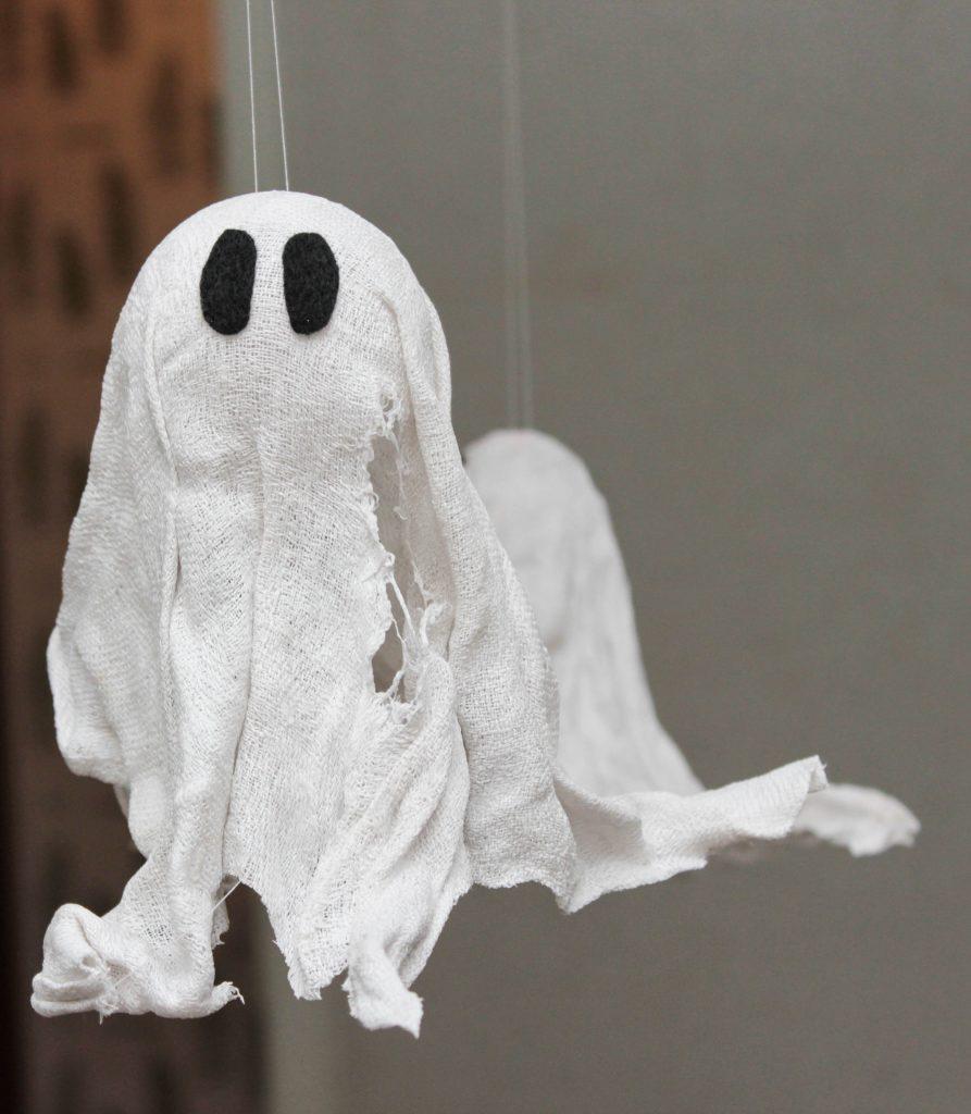 Ett flygande spöke av en trasig handduk.