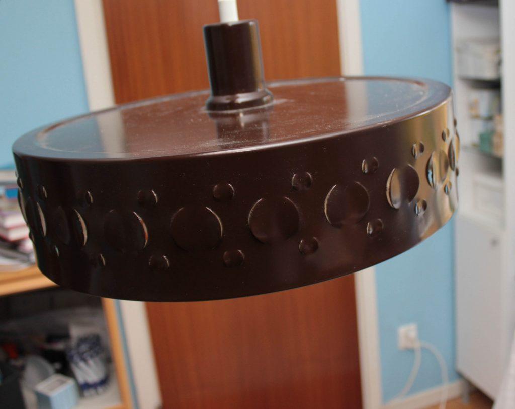 Brun plåtlampa