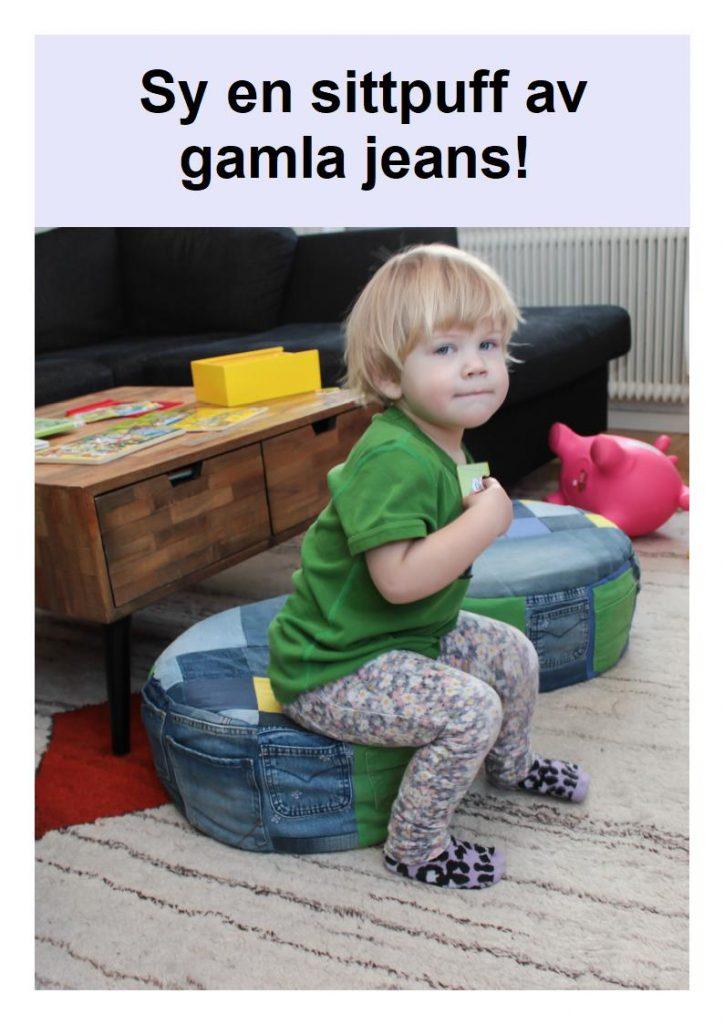 Ett litet barn som sitter på en sittpuff av jeans.
